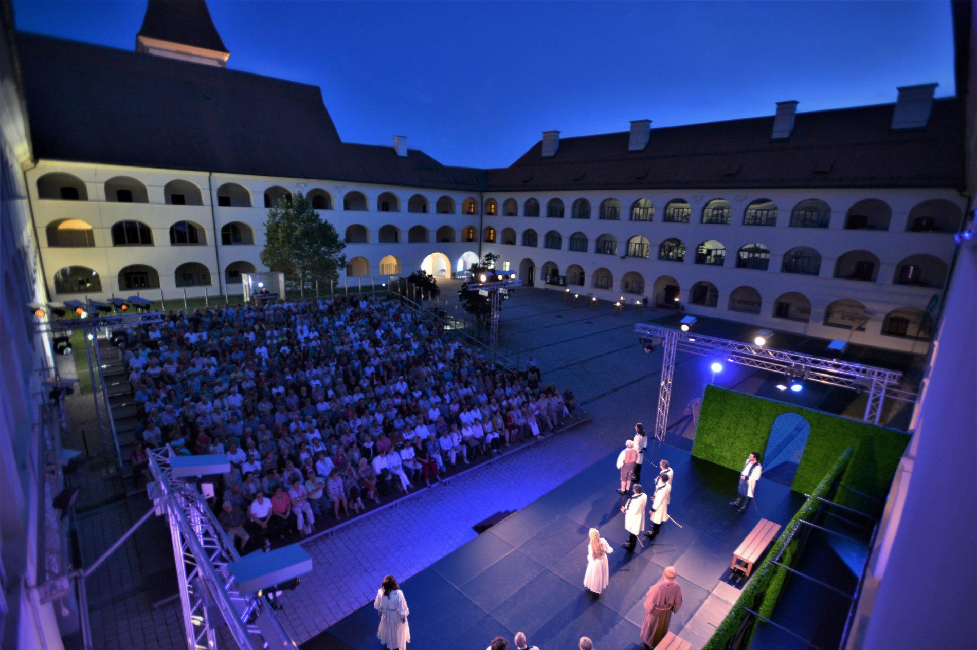 Theater_im_Stiftshof_Eberndorf, www.httpsommerspiele-eberndorf.at ©Stefan Zoltan